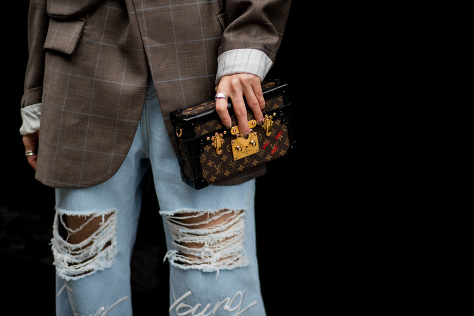 ea01187ecbe004 Jeansy z dziurami: Gdzie kupić modne spodnie z dziurami i jak noszą je  influencerki?