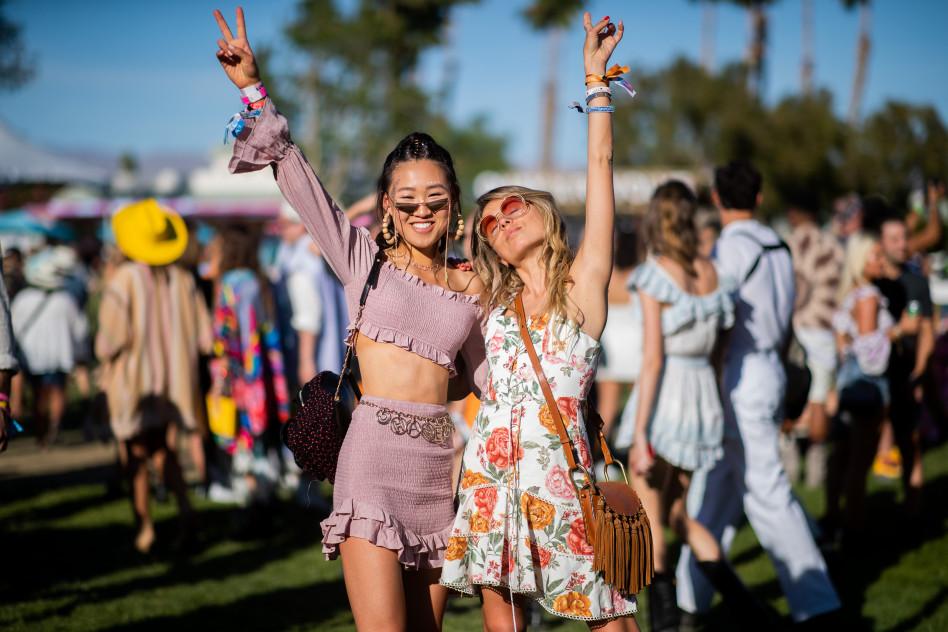 5ffde4d1fbb829 Trendy 2019: Modne ubrania i dodatki, które będziemy nosić podczas ...