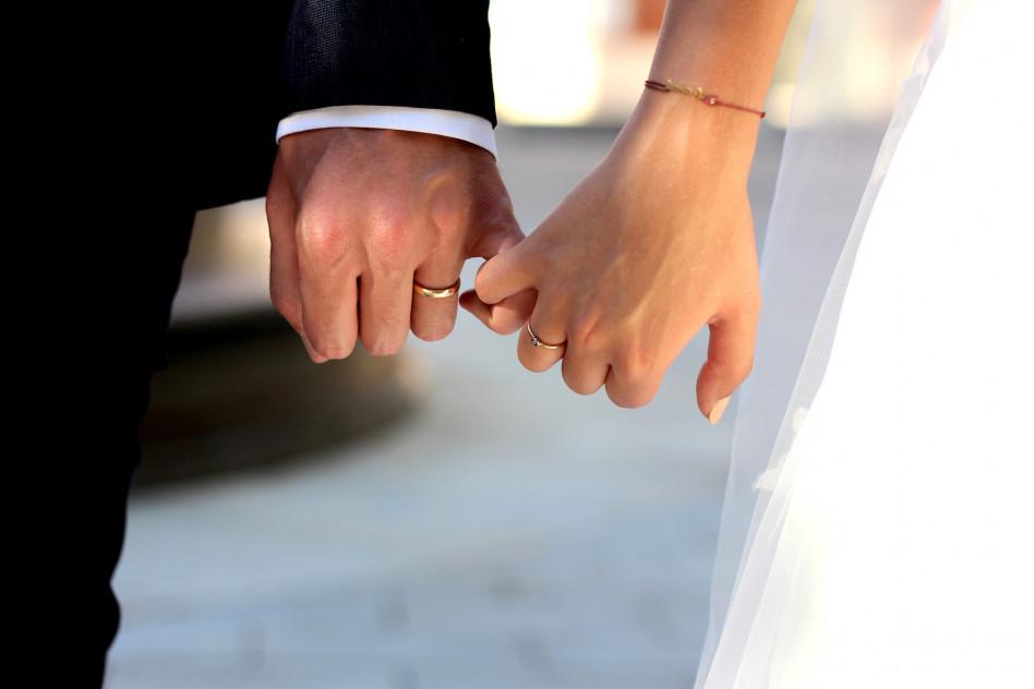 2d0d2440d024ce Ile pieniędzy powinno się dać w prezencie ślubnym? Ile włożyć do koperty  dla państwa młodych